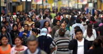 Foto-personas-en-la-calles-mantienen-dos-empoleos100714