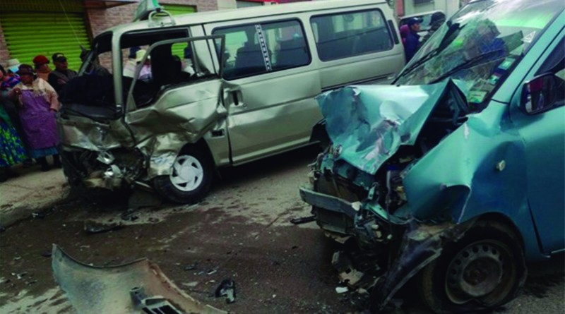 Accidente de tránsito salda con dos heridos y daños materiales de consideración (FotoErbol)