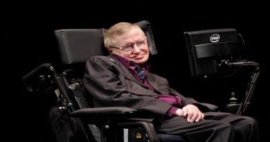 """Stephen Hawking asegura que """"los seres humanos tendremos que abandonar la Tierra en 100 años si queremos sobrevivir"""""""