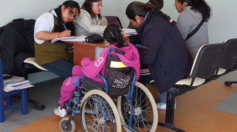 Personas con discapacidad reciben atención médica gratuita (3)