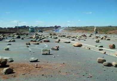 Distrito 7 determina bloqueo indefinido de carreteras a Laja y Copacabana desde este martes