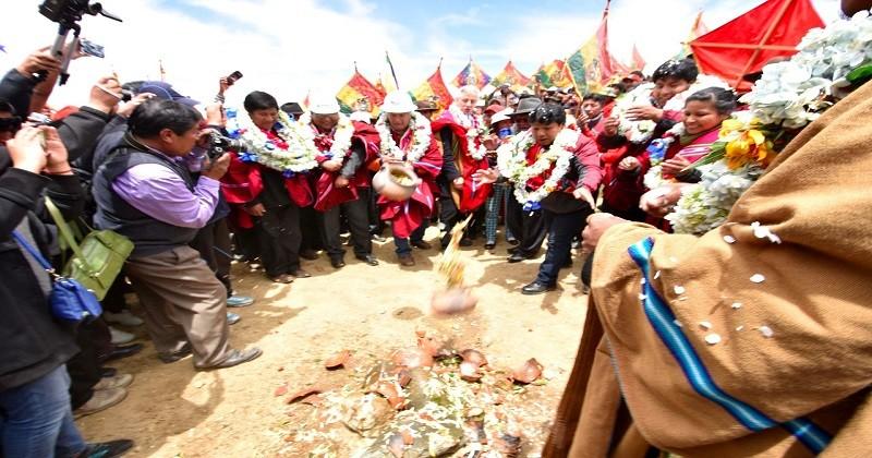 Gobierno entrega sistemas de agua potable para más de 10.000 vecinos de El Alto