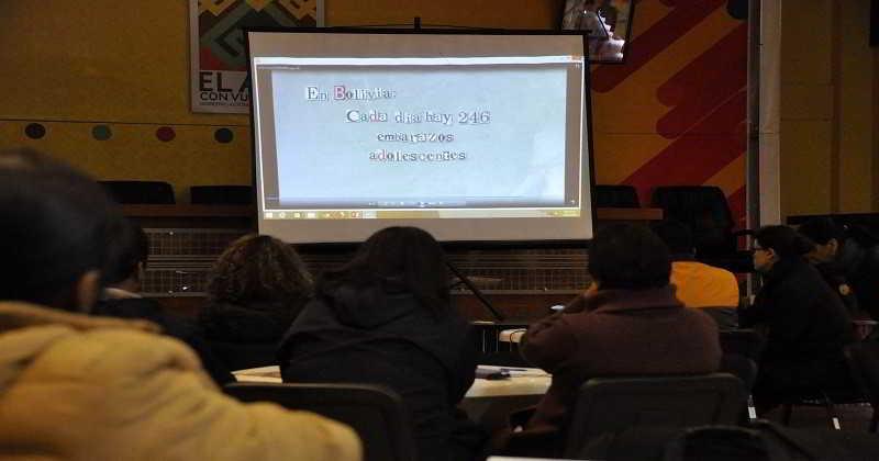 Entregan material audiovisual para prevenir la violencia en colegios