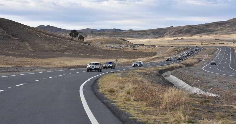Morales inaugura doble vía Hurina-Achacachi en el departamento de La Paz