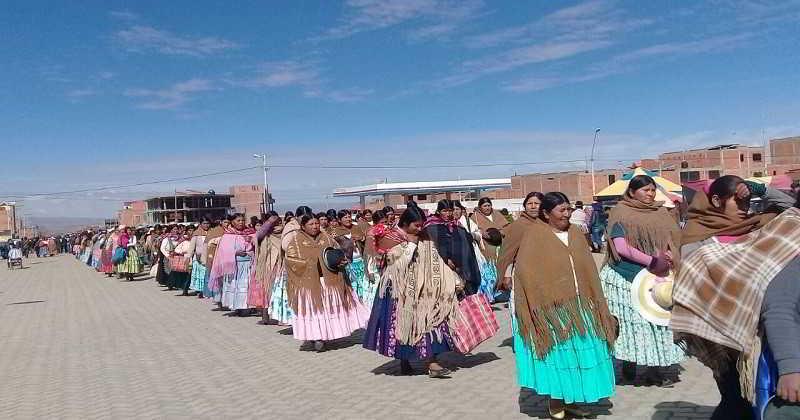 Vecinos del Distrito 7 celebraron su aniversario con desfile cívico