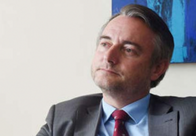 UE espera convocatoria inmediata a elecciones y «esta vez sí transparentes y creíbles»