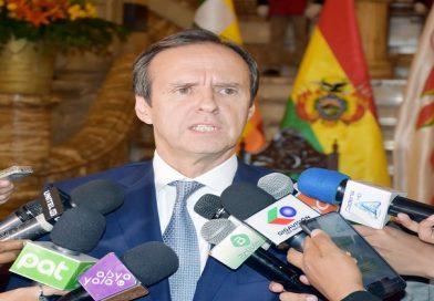 Expresidente Tuto Quiroga lanza su candidatura a las elecciones generales del 3 de mayo