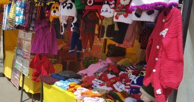 Artesanos ofrecen sus productos en la Feria Navideña de La Paz