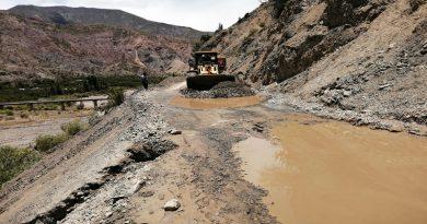 Gobernador coordina proyectos carreteros en Alto Beni y Caranavi