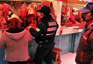Realizan operativos de control en mercados de El Alto