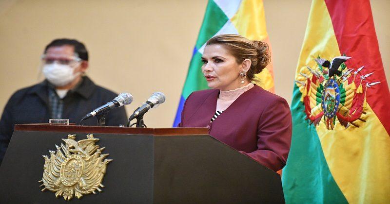 Jeanine Áñez promulga Ley que fija plazo de elecciones generales hasta el 18 de octubre