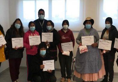 Mujeres de Viacha y El Alto reciben certificados con valor curricular en el área gastronómica