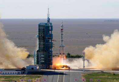 China lanza primera misión tripulada para construcción de estación espacial