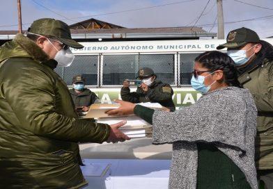 Alcaldía entrega vales de combustible por un valor de Bs 190.000 a la Policía