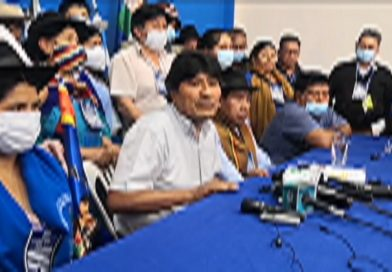 Evo Morales presenta al TSE el nuevo estatuto del MAS