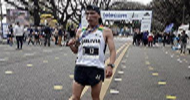 """Arce felicita la """"hazaña"""" de Héctor Garibay, ganador de la Maratón Internacional de Buenos Aires"""